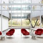 Knoll Studio Eero Saarinen Tulpen Stuhl und Tulpen Tisch__Empfang_Lounge